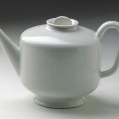 """Marguerite Friedlaender (1896 - 1985), Tee-Extraktkännchen aus Teeservice """"Hallesche Form"""", 1930, Porzellan © Nachlass Marguerite Friedlaender Foto: Klaus E. Göltz"""