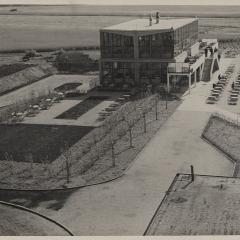 Hans Finsler (1891 - 1972), Flughafenrestaurant, 1931, Silbergelatine Foto: Stiftung Dome und Schlösser in Sachsen-Anhalt
