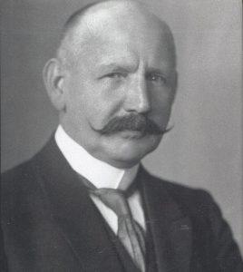 Bildnachweis: Richard Robert Rive: Beiträge zum Wirken des halleschen Oberbürgermeisters 1906-1933, Halle: Stadtarchiv, 2002, Einband.